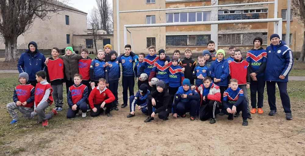 Юные регбисты школ «Анатра» и «Лидерс» провели тренировочный матч